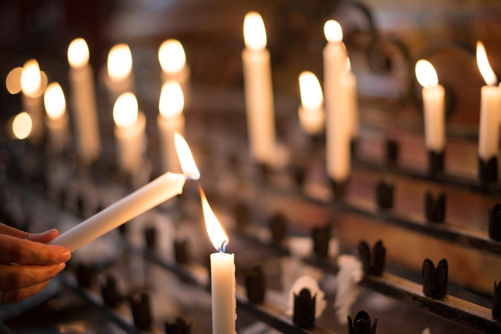 church offering prayer - 1000×667