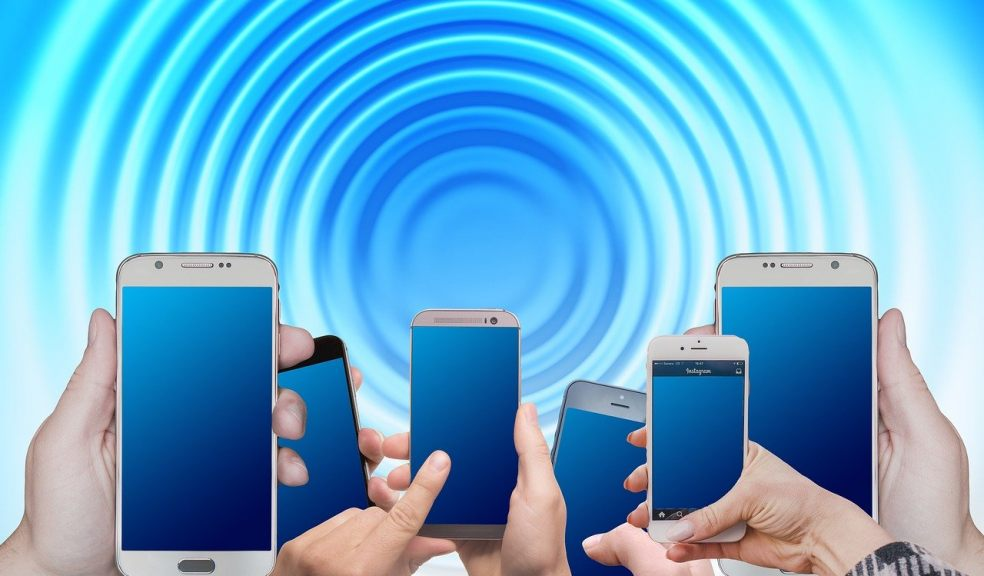 5 Smart Ways to Boost Cell Phone Signals Inside Your Home ...